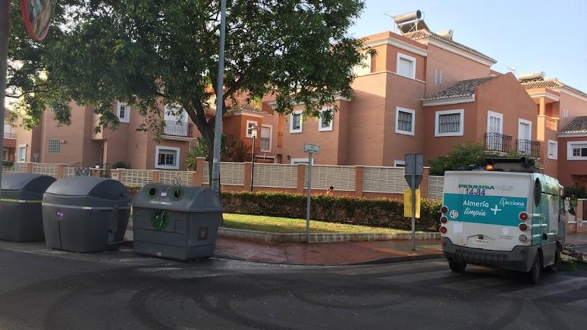 Limpieza intensiva en el barrio de Nueva Almería.