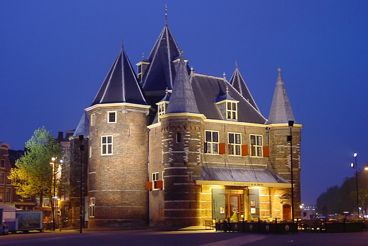 De Waag shines at nighttime.  Photo: Patrick Verdier.