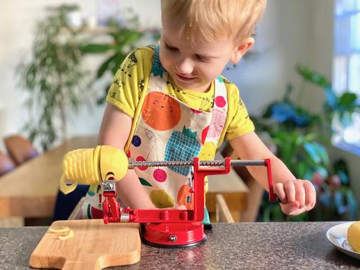 Kids Can Spiralize!! + Making a crunchy potato treat.