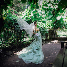 Wedding photographer Anton Gunchev (FotoGroup). Photo of 01.11.2013