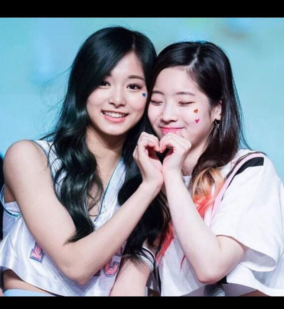 dahyun-and-tzuyu