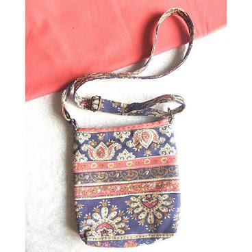 斜揹袋🎽 🎎典雅民族布🎎 袋帶可調節長度 袋內更有實用間格 96265492📞 #AC小手作 #handmade