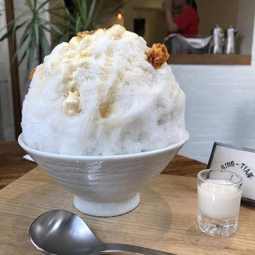 愛爾蘭奶酒布蕾冰(大人的口味)  雖然外型沒有那麼搶眼,  但喜愛布丁的人一定要試試看,  尤其是那參雜在旁的焦糖,  真是美味啊!