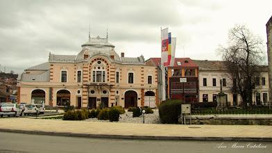 Photo: Crucea mare de piatra si Teatrul Municipal Turda - (2013.04.06)
