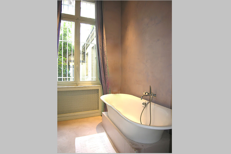 Family bathroom at 4 Bedroom Serviced Apartment, Luxembourg garde