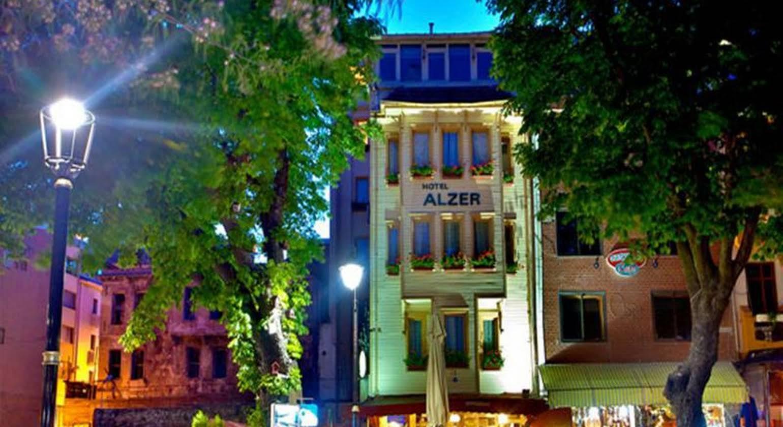 Alzer Hotel