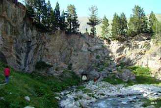 Photo: Túnel de fuga en la roca.