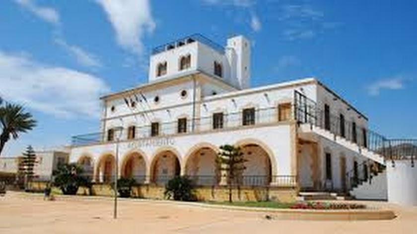 Edificio consistorial del municipio.