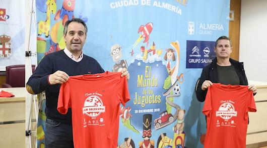 Presentada la camiseta de la San Silvestre de Almería