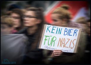 Photo: Kein Bier für NAZIS - Refugees welcome!