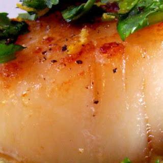 Seared Sea Scallops With Cilantro Gremolata and Pea Purée