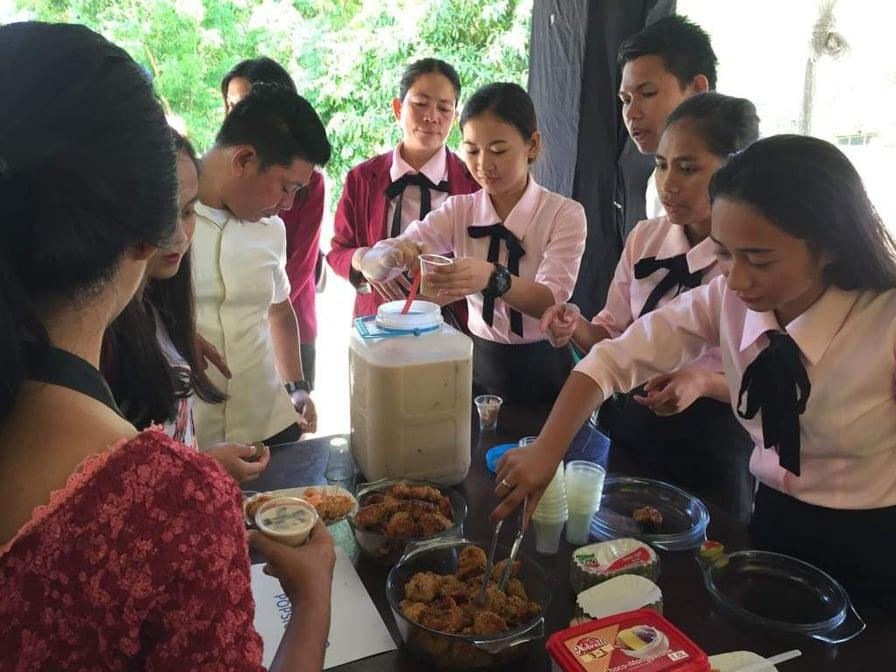 The students selling their agriculture-related products