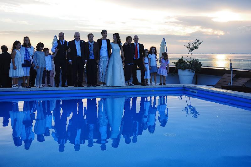 Gli sposi festeggiano con la propria famiglia di mcris