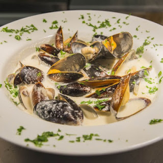 Steamed Mussels With Caramelized Onions