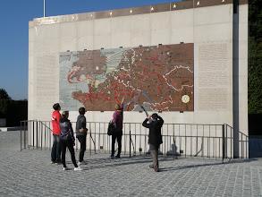 Photo: 1. den - Zájemci o historii rozebírají vojenské operace v západní Evropě za 2. světové války ...
