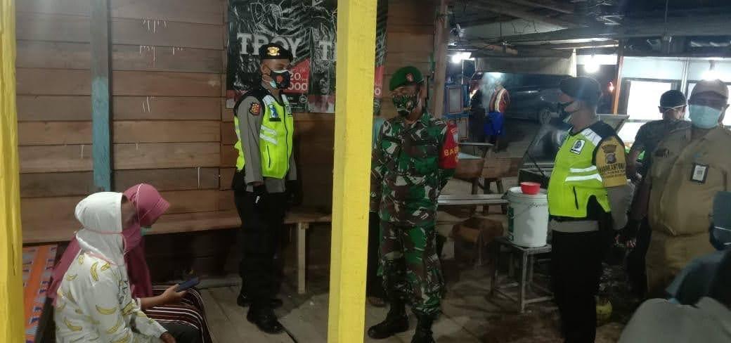 Polsek Pangkalan Lada Operasi Yustisi Malam Guna Meminimalisir Penyebaran covid-19