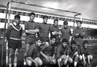 Photo: De pie: Javier Fdez., Ulzurrun, Ruano, Zapico, Ejea, Robles. Agachados: Sindo, Joaquín, Arturo, Benigno, Valbuena
