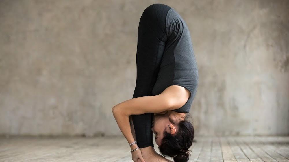 best-quick-yoga-asanas_forward_bend