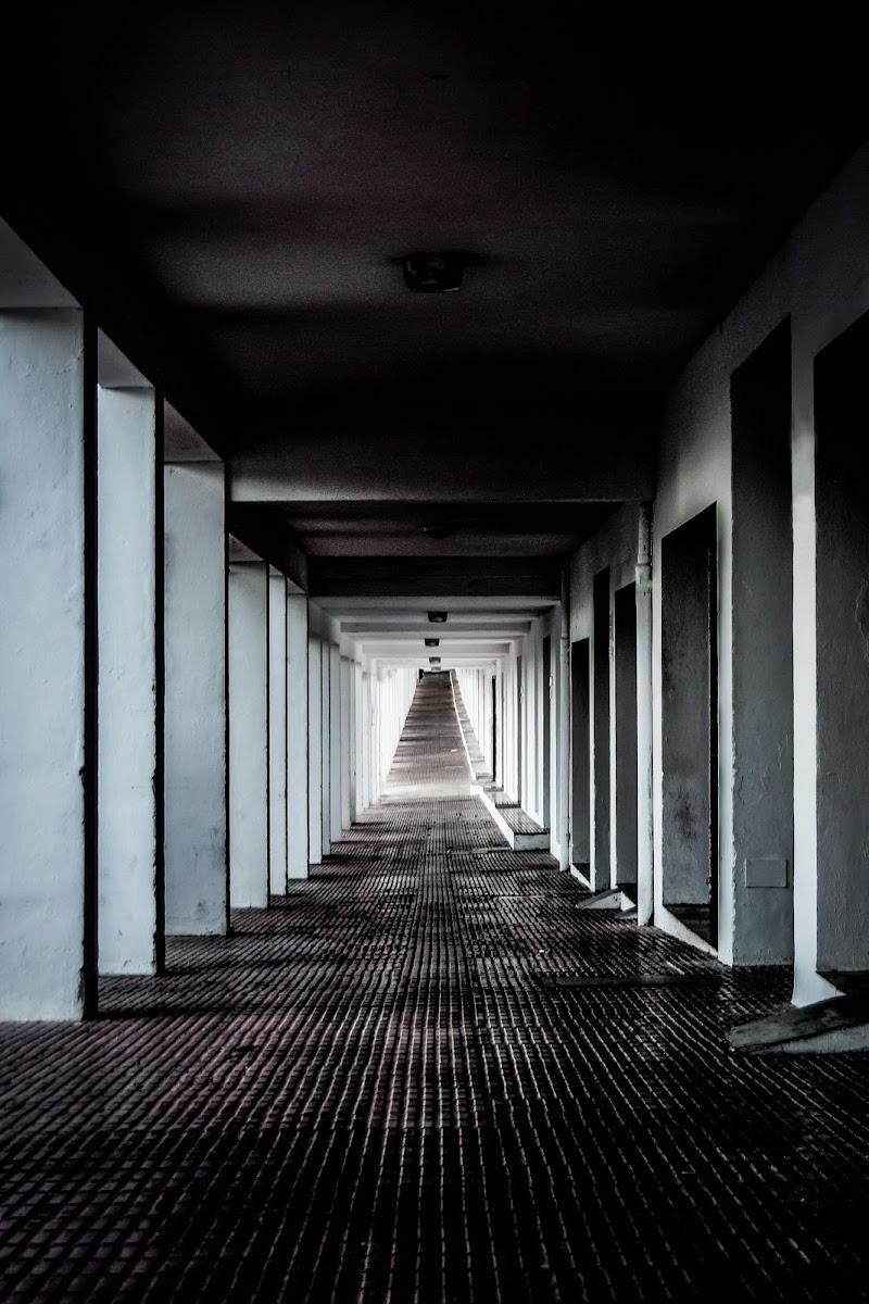 Pillars Tunnel di JohnnyGiuliano