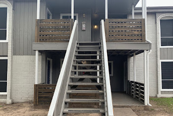 Go to Pearl at Oyster Creek Apartments website
