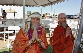 Photo: Satguru Bodhinatha of Kauii Aadhinam and Acharya Murugananda swami graced the occassion on Day 2 and 3