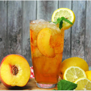 Spiked Peach Arnold Palmer Cocktail.