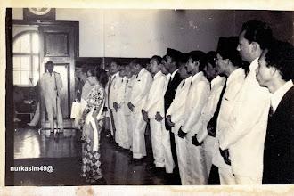 Photo: Andi Pangerang Petta Rani, Andi Depu Maraddia Arajang Balanipa, dan Andi Tenripadang Opu Datu (Isteri Andi Djemma Datu Luwu) menerima penghargaan Warga Kota Terhormat Kotamadya Ujung Pandang, di Kantor Balai Kota Ujung Pandang, tanggal 29 Maret 1974. http://nurkasim49.blogspot.com/2011/12/v.html