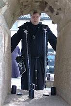 Photo: Jason, ein Marbo-Priester der Boron-Kirche aus Punin, wenn ich das richtig verstanden habe.