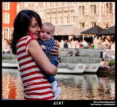 Photo: Anabel y Nacho en los canales de Gante.