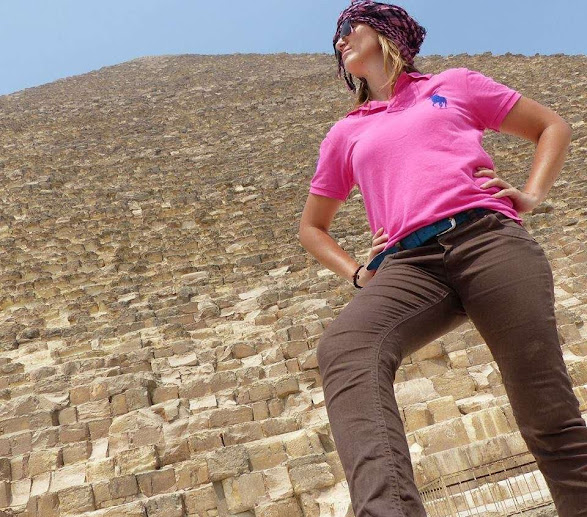 solo woman travel in Egypt and Cairo, girl power pose at the pyramids of giza