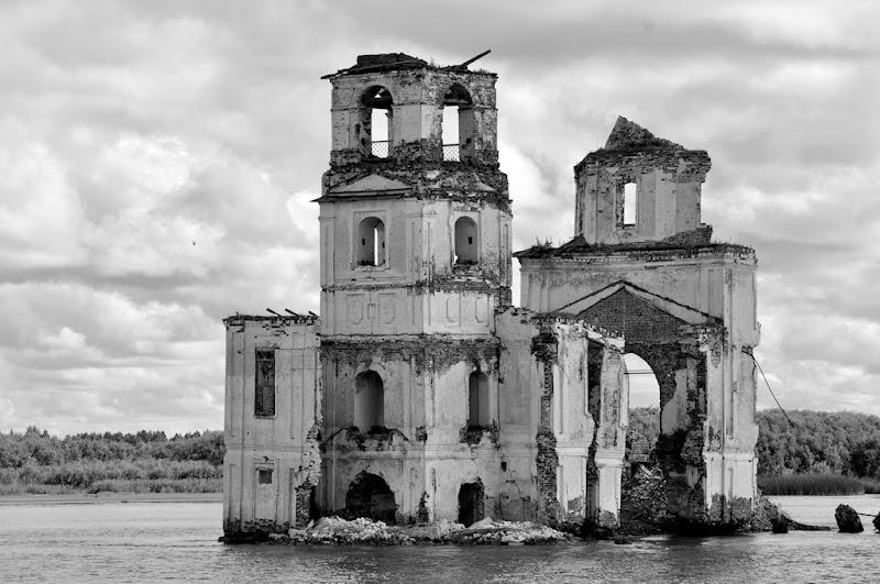 riaffiora dalle acque... di Francesco Di Maio