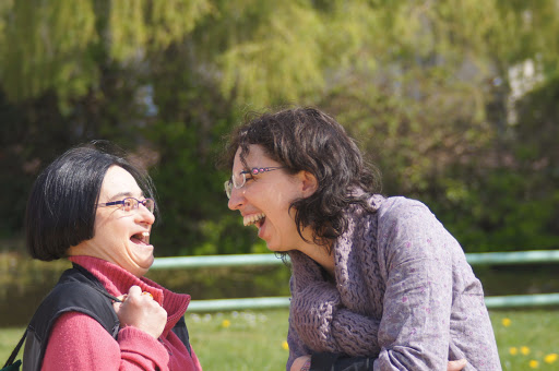 projets de l'arche en anjou scène de vie handicap mental joie de vivre ensemble