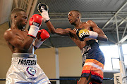 Makazole Tete was defenceless against Ronald Malindi at the Orient Theatre in East London. Malindi will top the bill at the wards night, bidding for first defence of his bantamweight belt.