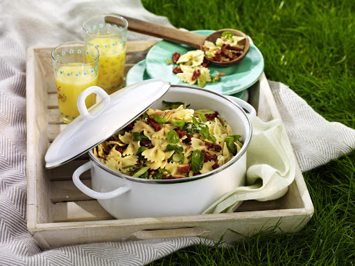 Pasta Salad with Sun-Dried Tomatoes and Basil