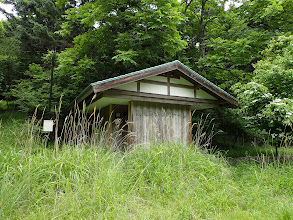 高尾苗畑公衆トイレ横の道
