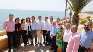 Dirigentes populares con el presidente nacional, Pablo Casado, en Roquetas.