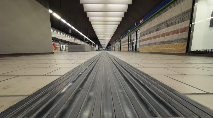 Metropolitana di sera di Paguzzi