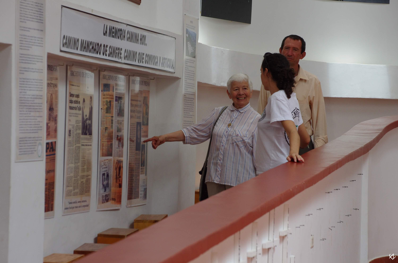 Photo: El trabajo de AFAVIT representa todo un refernte para el trabajo de recuperación de memoria en Colombia.Mediante peregrinaciones embláticas, rituales de recuerdo, recopilación de casos y la lucha jurídica contra la impunidad se han convertido en una de las asociaciones más activas del suroccidente.