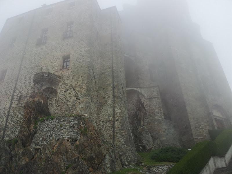 Le nebbia mattutina di agosto avvolge la Sacra  di MarinaRissone