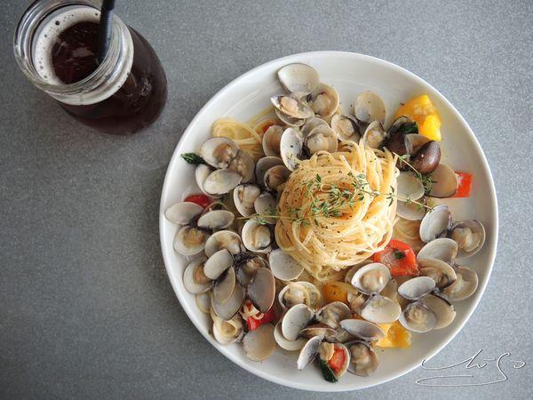 JAI 宅 ➤ 情詩般的菜單 ● 整間餐廳都是你的攝影棚!蛤蠣一樣不手軟 ~ HUN混●三店 ~ 近一中街/空間超大!