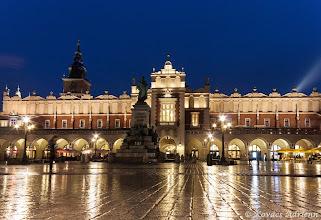 Photo: A Posztócsarnok és az Adam Mickiewicz Emlékmű
