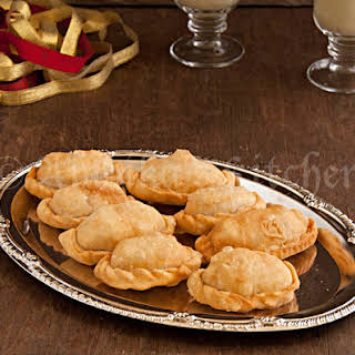 Mava Gujiya (Sweet Ricotta Cheese Filled Pastries).