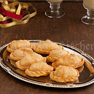 Mava Gujiya (Sweet Ricotta Cheese Filled Pastries).