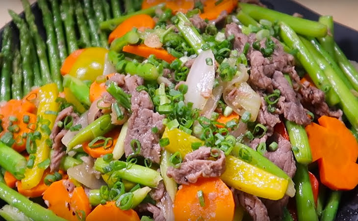 Bí quyết nêm gia vị để món ăn thơm ngon, đậm đà: Rau lá mềm nên nêm muối sau, không cho tiêu vào ướp