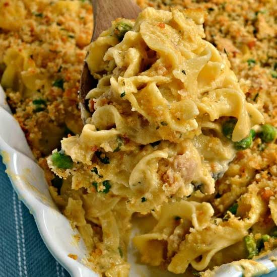 Classic Tuna Noodle Casserole Never Tasted So Good With An Easy To Make Luscious Cheesy Cream Sauce And A Simple Four Ingredient Crunchy Breadcrumb Topping.