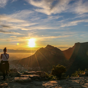Sunrise from Lions' Head by Franco van Vuuren - Landscapes Sunsets & Sunrises ( clouds, leeukop, lionshead, sunrise, cape town )