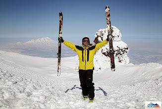 Photo: Palic on the top of volcanon Koryaksky (3456 m) - excellent skis Dynafit Manaslu