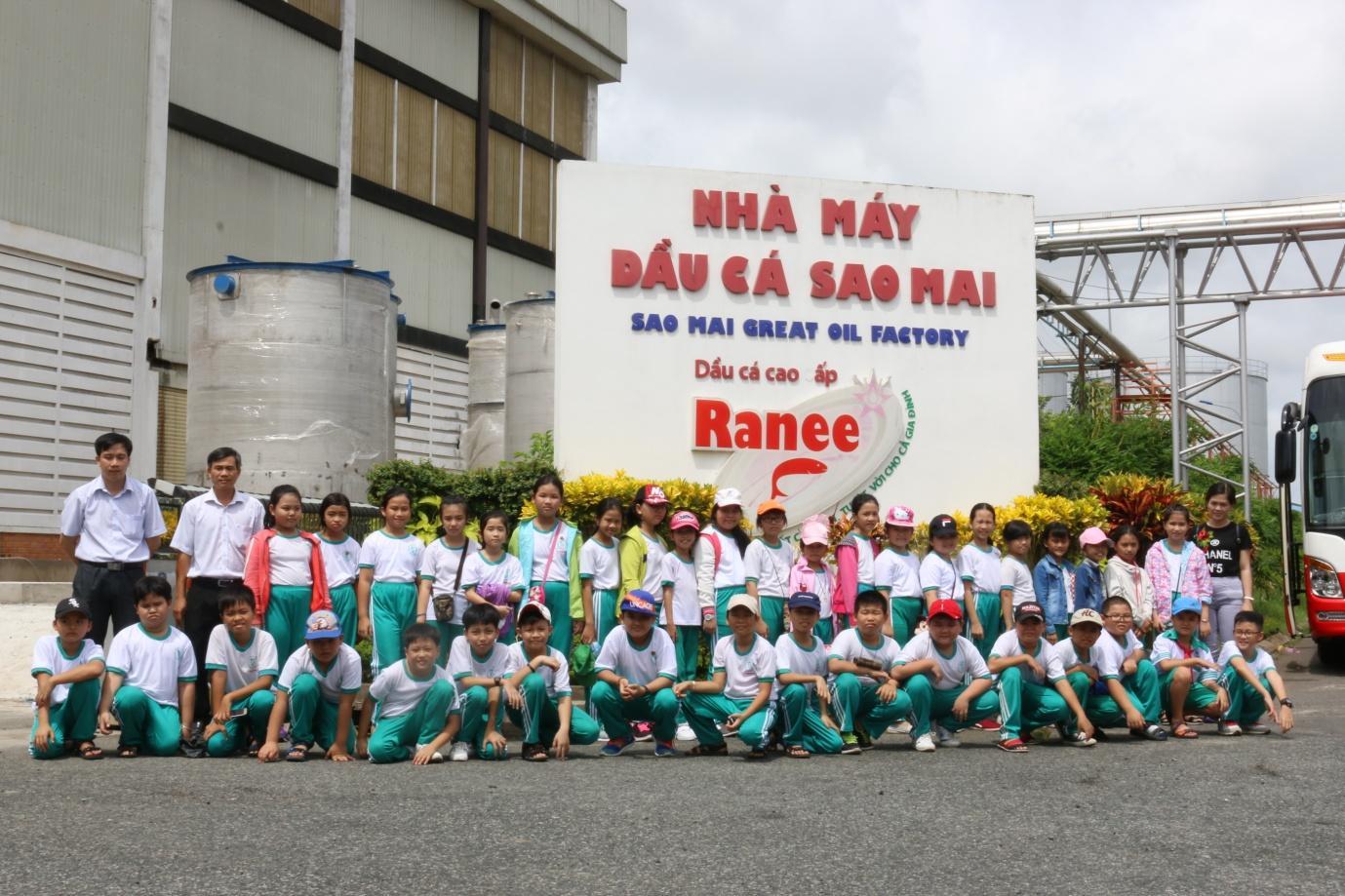 Description: 2.Khoảnh khắc kỷ niệm Ranee cùng các bạn học sinh Trường PTTH Sư phạm An Giang.JPG