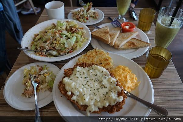 天母  JB's diner 超好吃的BBQ雞肉沙拉VS.大胃王級酥炸牛排 (新光天母店正後方)