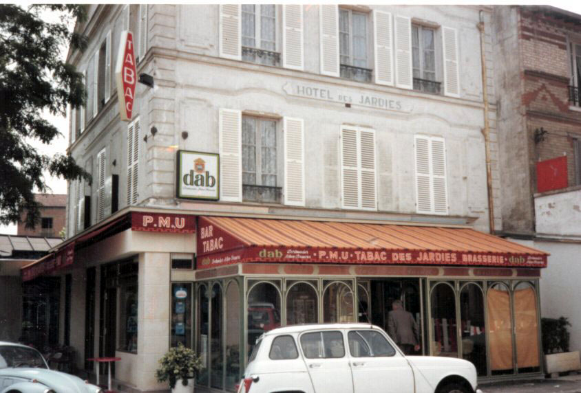 Photo: 77年7月撮影。Ville d'avray 駅前のカフェ。  『シベールの日曜日』 http://goo.gl/QY1gi(参考)
